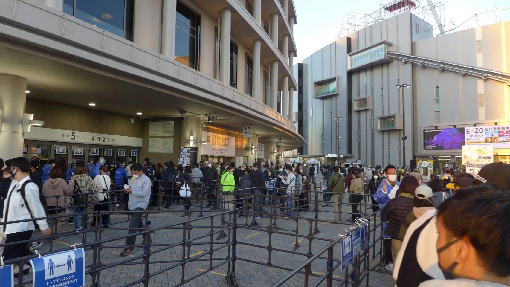 日本观看棒球比赛的人潮