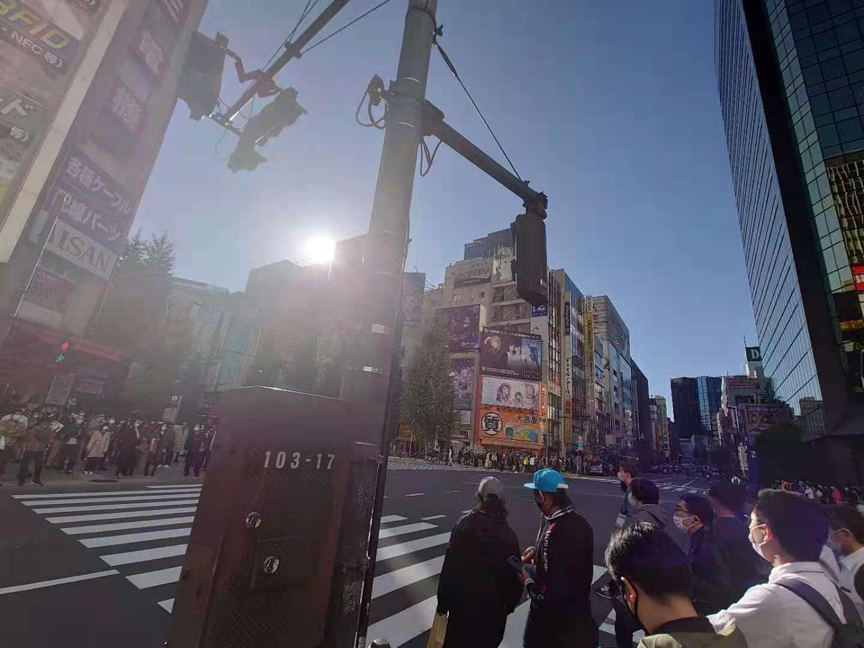 11月上旬东京秋叶原的十字路口