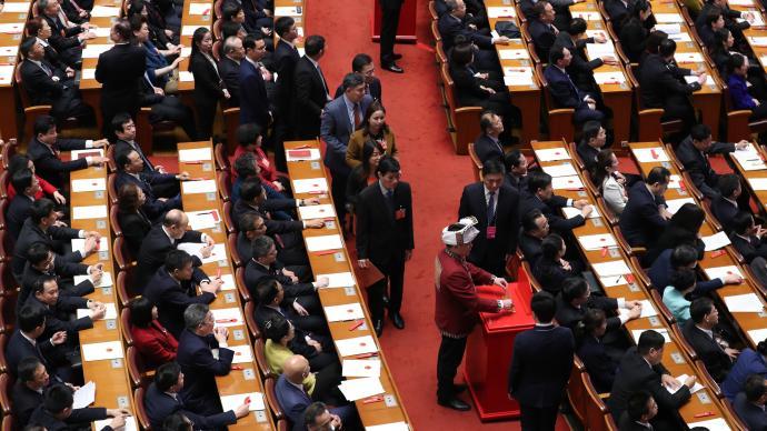 人民日報評論員:堅定不移走中國特色社會主義法治道路