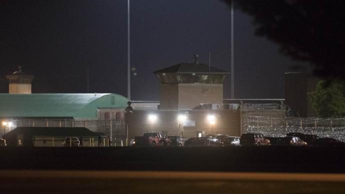 在陷入经济困境的美国乡村,黑人领袖和白人精英都支持造监狱