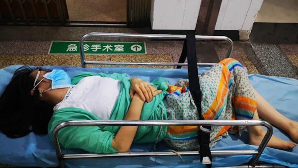 女教师备孕期在校内被打致轻伤二级,打人者已刑拘